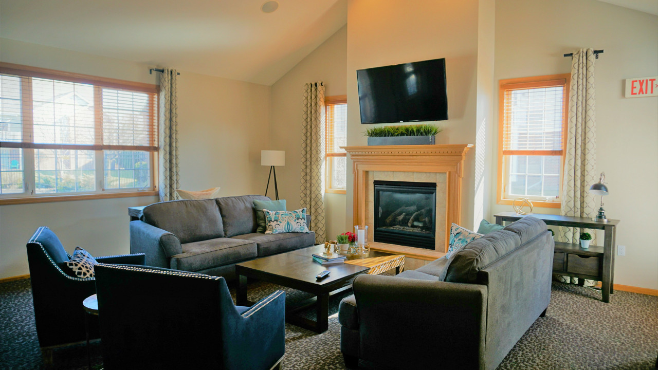Homes For Sale Middleton Wi >> Silverstone - West Side Madison Apartments WI